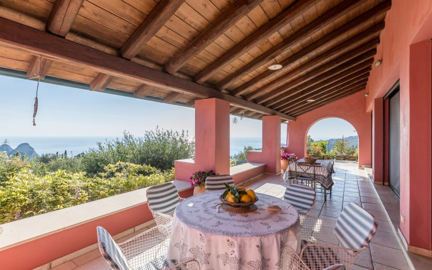 Spacious 6 bedroom villa with breathtaking sunsets