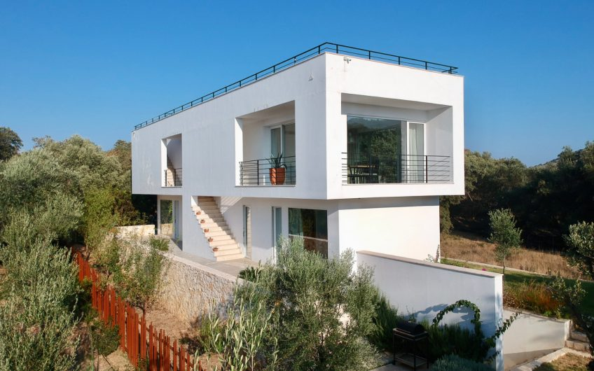 The White Villa, Loutses