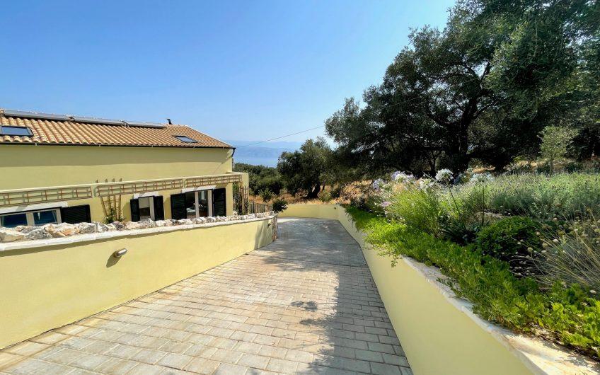 Villa Kefi, Loutses
